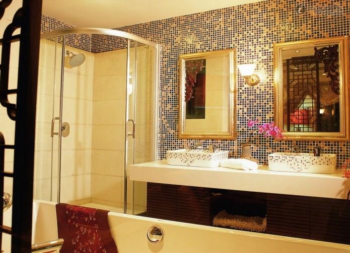 интерьер золотой ванной комнаты