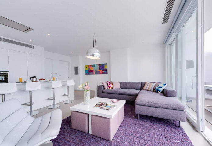 Лавандово-белый цвет в интерьере кухни-гостиной в стиле минимализм