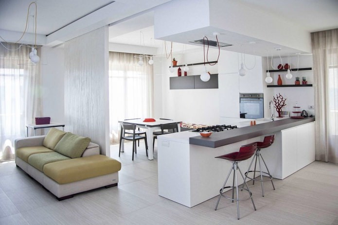 Интерьер кухни-гостиной в белом цвете