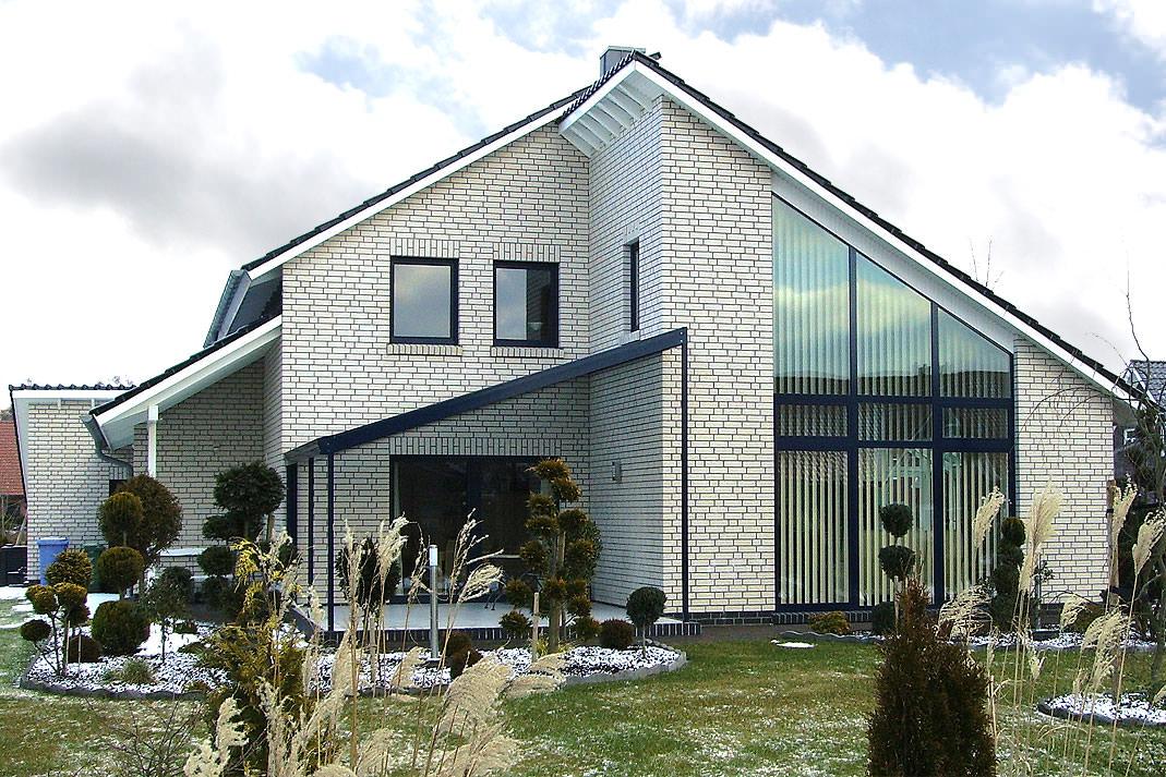 Фасад из белого кирпича фото