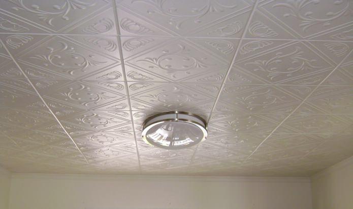 Оклейка потолка пенопластовой плиткой