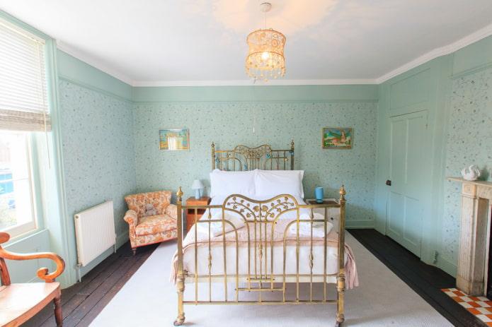 спальня в мятно-оранжевых тонах