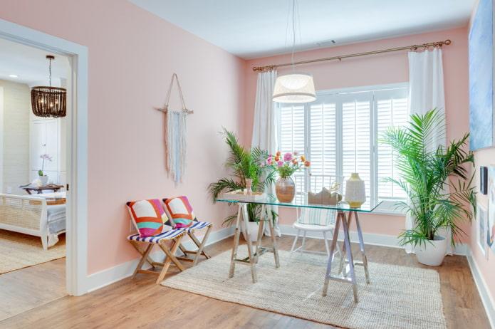 Пастельно-розовые стены