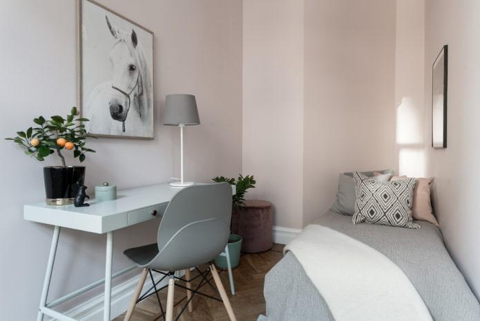 пастельно-розовые стены в детской