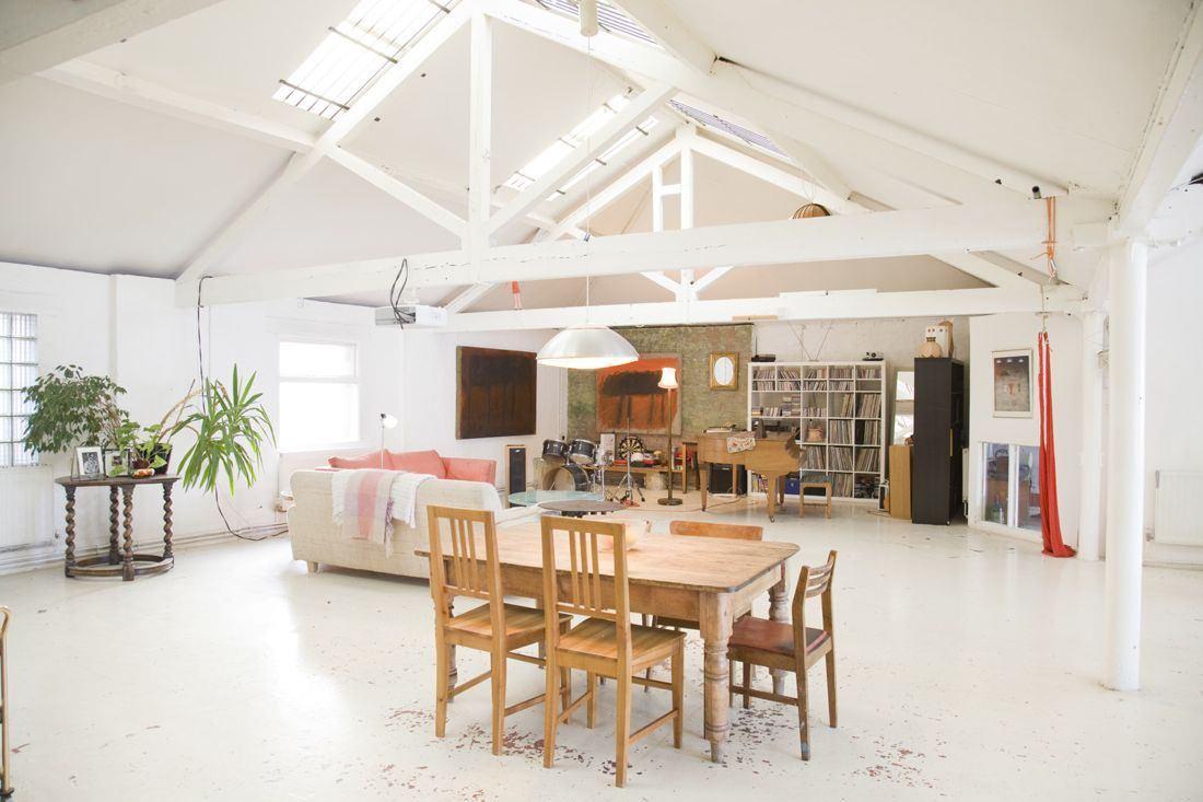Дизайн потолка с балками 6