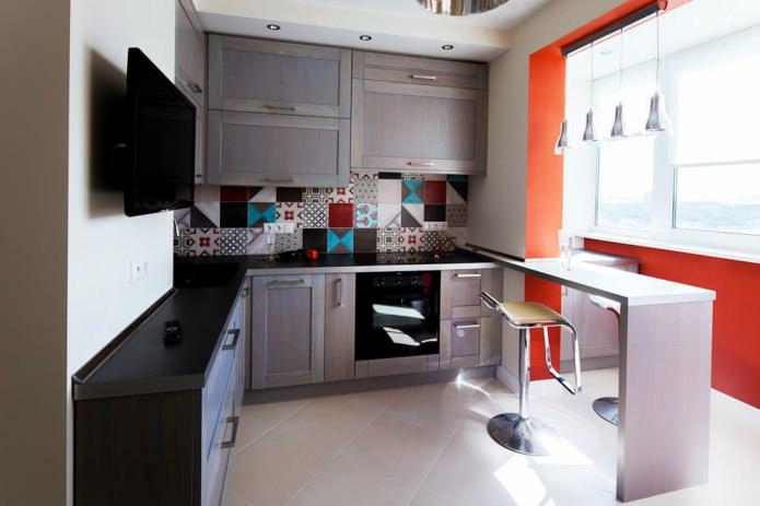 Фото интерьера угловой кухни с барной стойкой