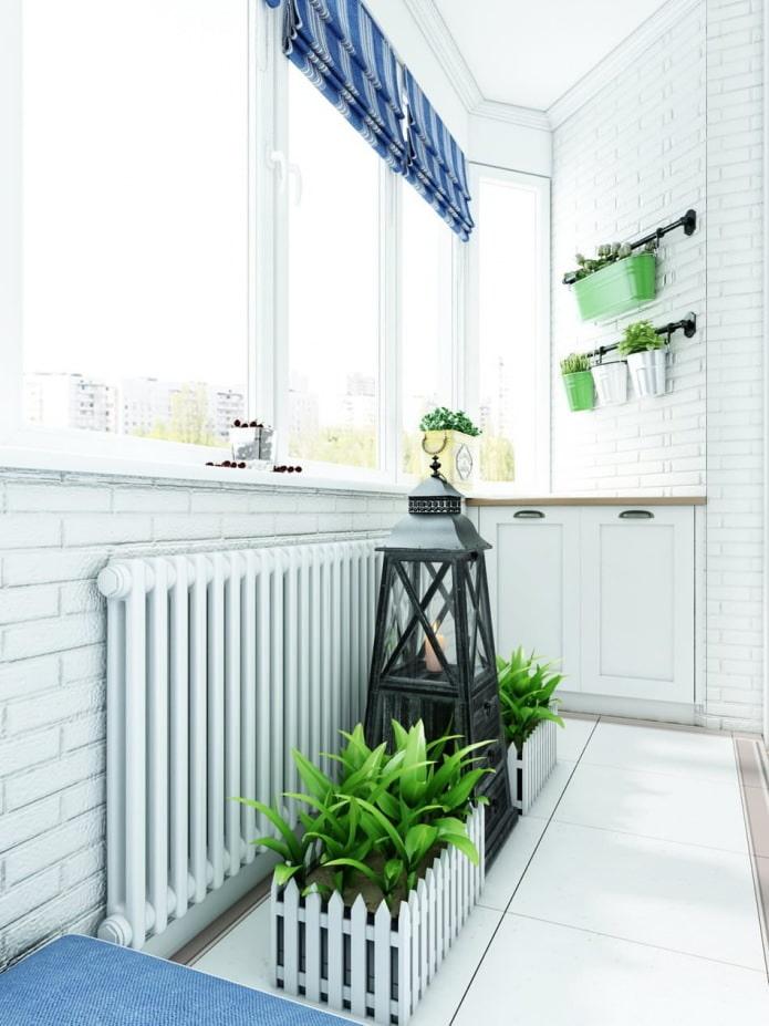 балкон с зоной отдыха в дизайне квартиры в стиле прованс