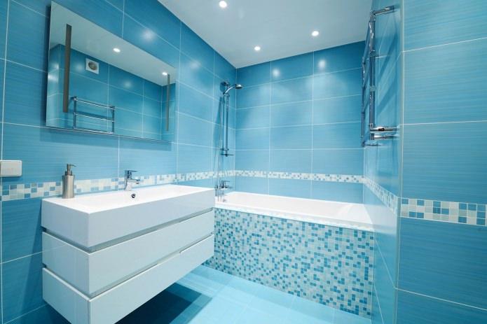 Голубой в интерьере ванной