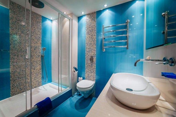 Сочный оттенок голубого в интерьере ванной