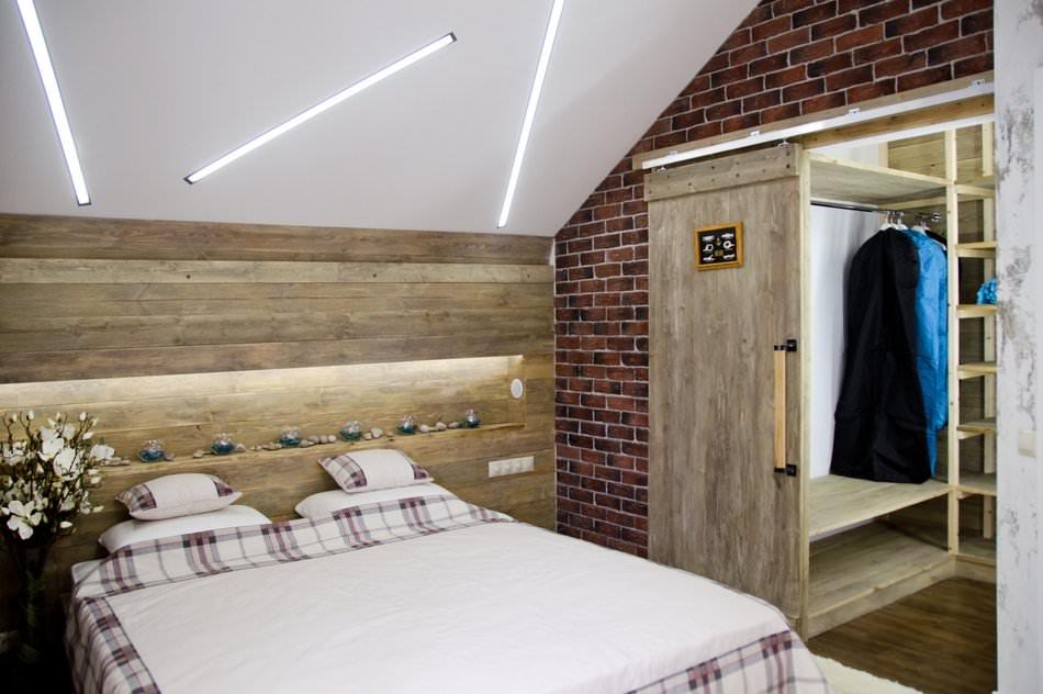 интерьер спальни на мансарде в стиле лофт