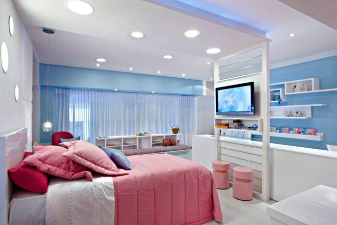 Розово-голубой интерьер детской спальни