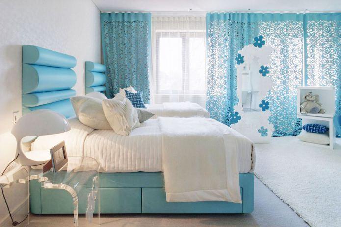 бело-голубой цвет в интерьере спальни