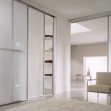 Варианты дизайна фасадов дверей шкафа-купе-12