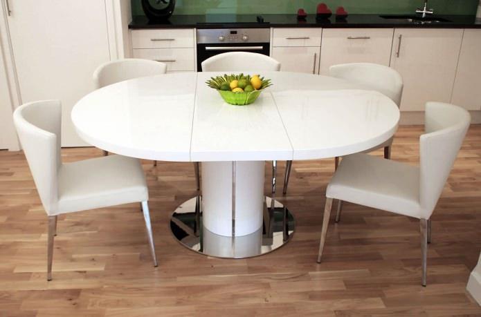 Обеденный стол в интерьере кухни: лучшие идеи и фото