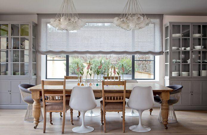Стулья в интерьере кухни и гостиной: 50 современных фото и идей