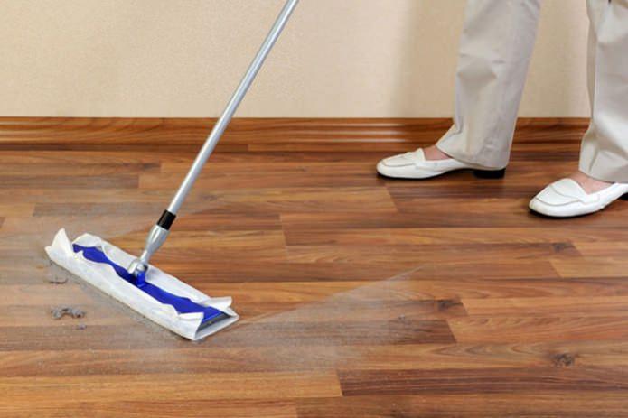 Уход и чистка линолеума: правила и рекомендации по уборке