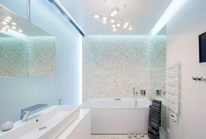 камень «под гальку» в интерьере ванной комнаты