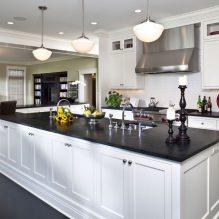 Дизайн белой кухни с черной столешницей: 80 лучших идей, фото в интерьере - 53