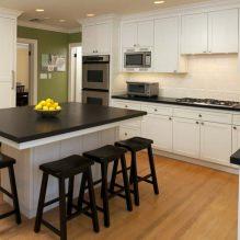 Дизайн белой кухни с черной столешницей: 80 лучших идей, фото в интерьере - 77