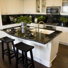 Дизайн белой кухни с черной столешницей: 80 лучших идей, фото в интерьере - 78
