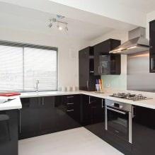 Черный гарнитур в интерьере в кухне: дизайн, выбор обоев, 90 фото - 82