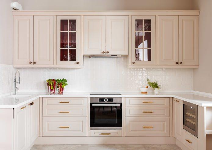 Бежевый гарнитур в интерьере кухни: дизайн, стиль, сочетания (60 фото)