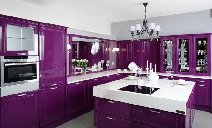 Фиолетовый гарнитур на кухне: дизайн, сочетания, выбор стиля, обоев и штор