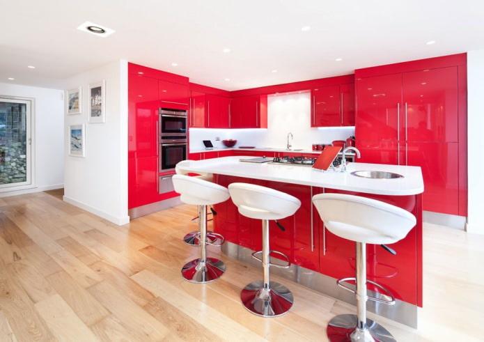 Красный кухонный гарнитур: особенности, виды, сочетания, выбор стиля и штор