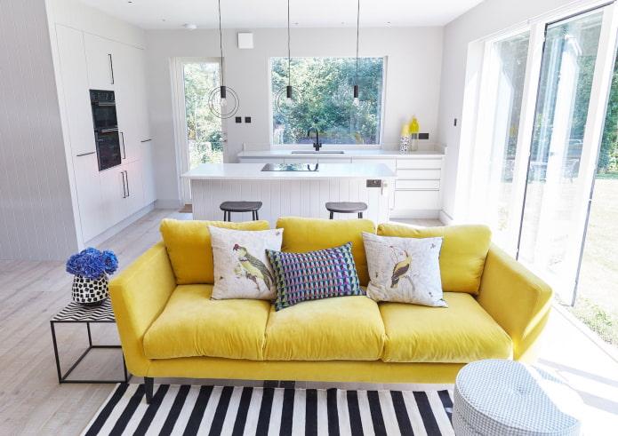Желтый диван в интерьере: виды, формы, материалы обивки, дизайн, оттенки, сочетания