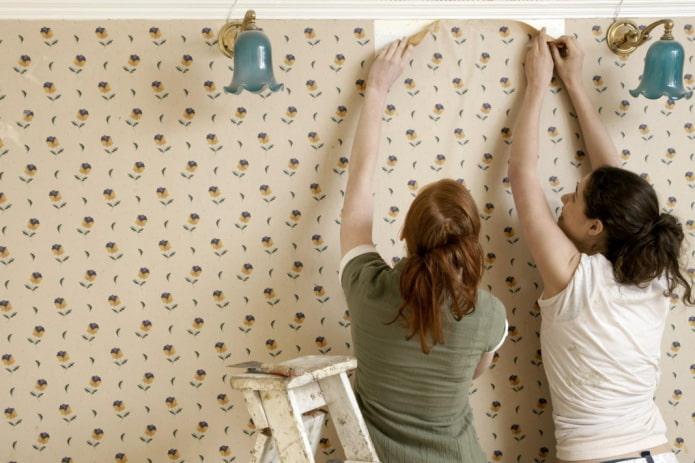 Как снять старые обои со стен своими руками: избранные методы и средства
