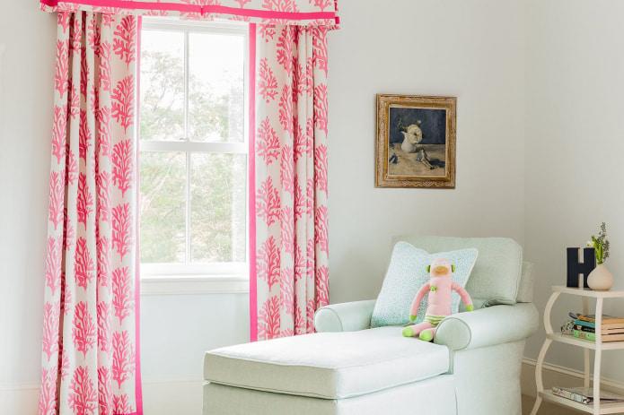 Идеи дизайна розовых штор в интерьере