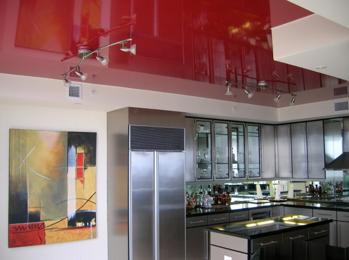 Красный потолок в интерьере: особенности и фотоподборка