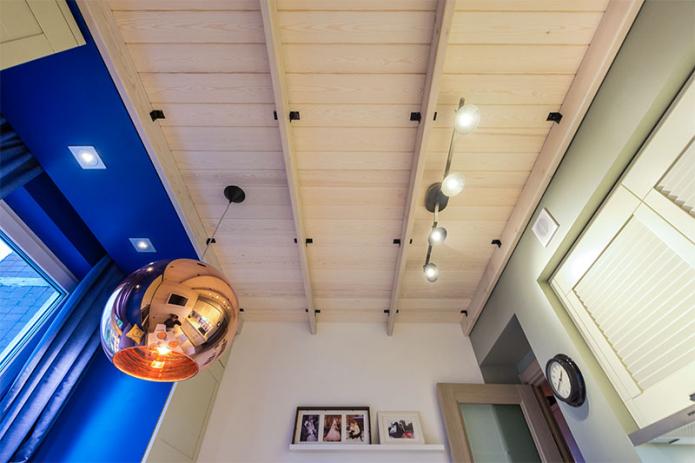 Потолок из вагонки: виды, идеи дизайна, цвет, фигурное оформление, освещение