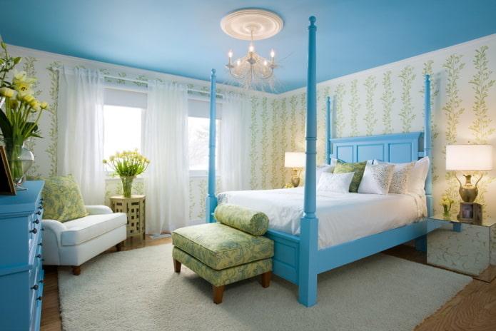 Голубые потолки в интерьере: фото, виды, дизайн, освещение, сочетание с другими цветами, стенами, шторами