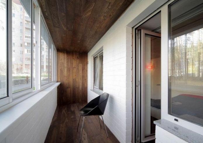 Оформление потолка на балконе или лоджии: виды материалов, цвет, дизайн, освещение