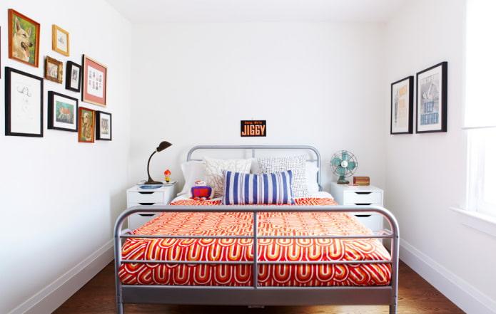 Как правильно поставить кровать в спальне? Расположение относительно окна, двери, ошибки размещения.