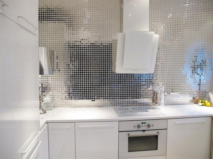 Зеркальная мозаика в интерьере: примеры дизайна, формы плитки, варианты отделки