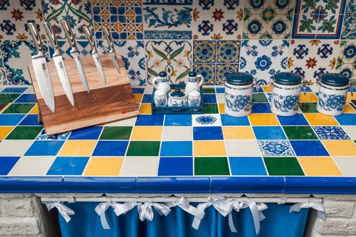 Столешница из плитки: фото в кухне, ванной, цветовая гамма, дизайн, стили