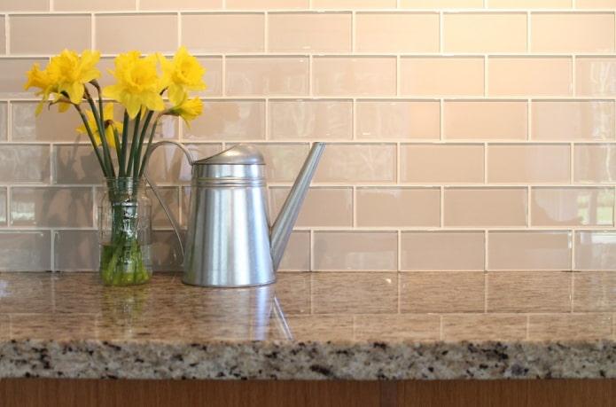 Стеклянная плитка: виды, дизайн, цвета, варианты отделки, формы, примеры с мозаикой