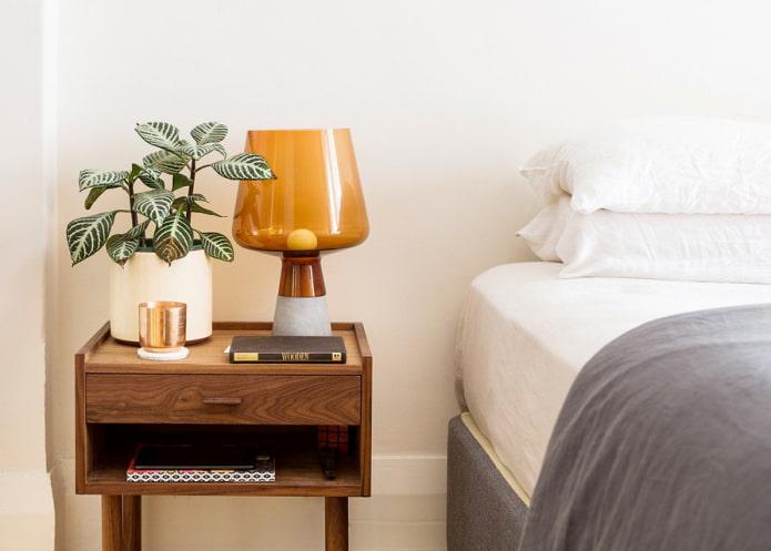 Прикроватные тумбочки: дизайн, виды, материалы, цвета, декор, фото в интерьере