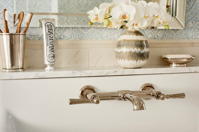 Полки в ванной комнате: виды, дизайн, материалы, цвета, формы, варианты размещения