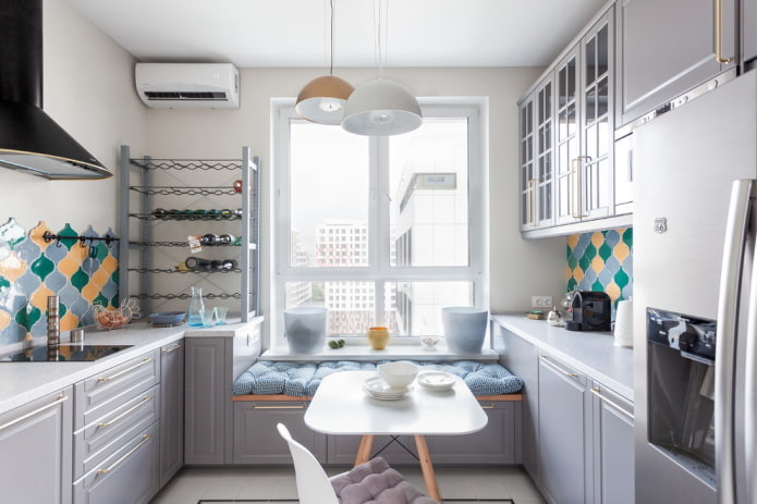 Дизайн маленькой кухни: советы по обустройству, практичные и уютные решения