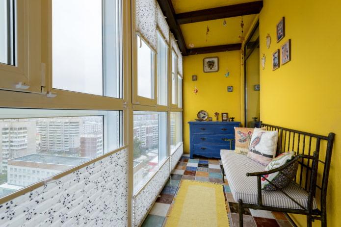 Как оформить стены на балконе? Идеи дизайна и фото.