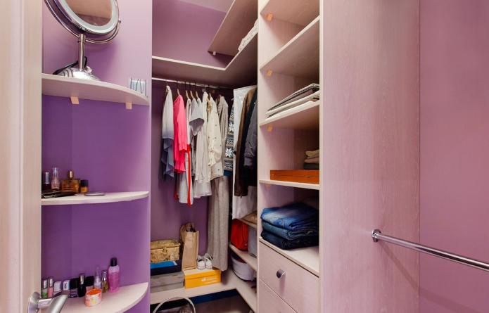 Как обустроить гардеробную из кладовки?