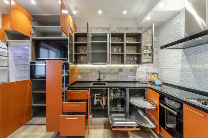 Примеры внутреннего наполнения кухонных шкафов