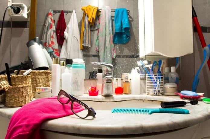 7 привычных вещей, которым точно не место в ванной комнате