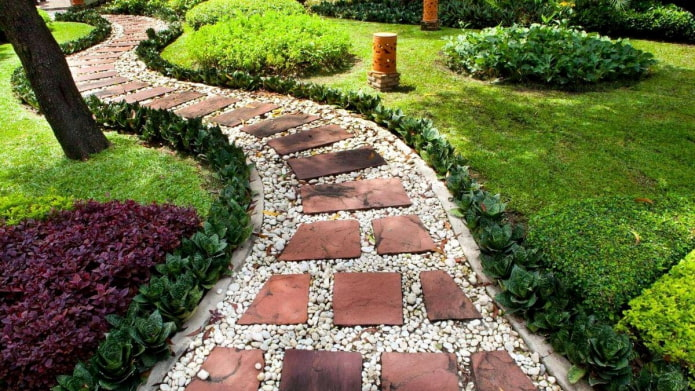 Как красиво оформить садовые дорожки для дачи?