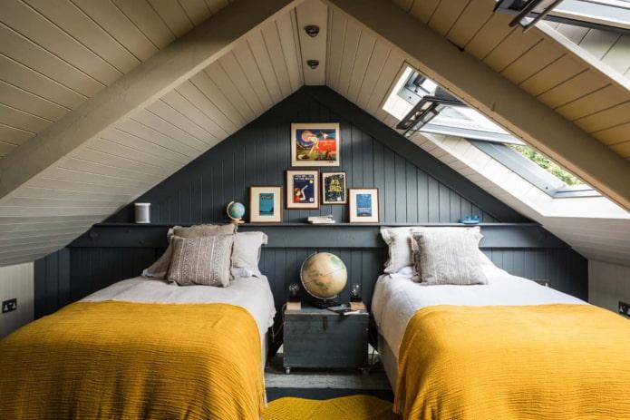Как оформить комнату на чердаке?