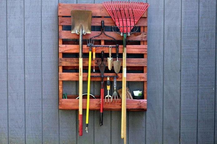 Как хранить садовый инвентарь