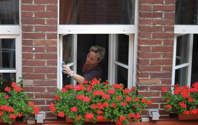Подборка рабочих способов против разводов на окнах
